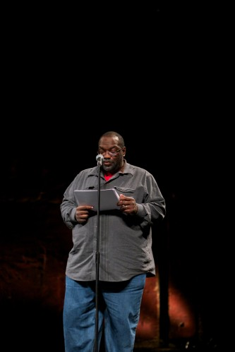 Fred Moten reads poetry at a microphone