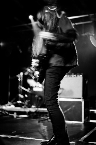 Keiji Haino with no face playing electric guitar with Vajra at INSTAL 04