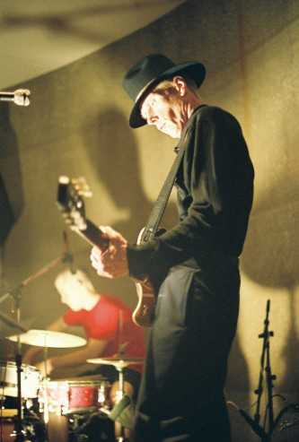 Jandek and Chris Corsano playing at Issue Project Room