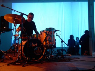 Burkhard Beins playing percussion at KYTN 04