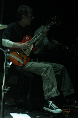 Gary Smith playing a guitar at MLFC 07