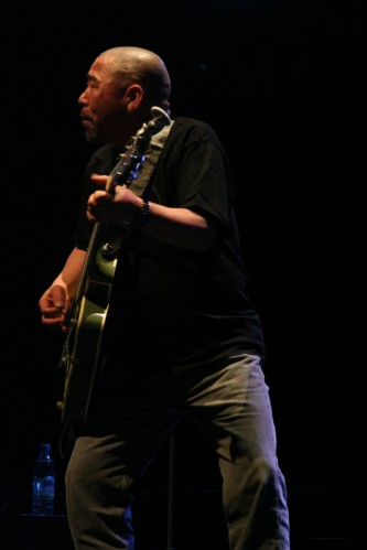 Kan Mikami playing a guitar on stage at MLFC 07