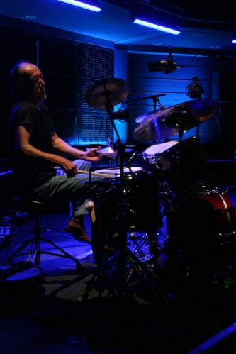 Toshiaki Ishizuka playing drums at MLFC 07