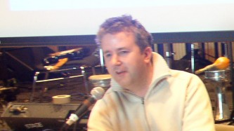 Alan cummings wearing a cardigan and talking at MLFC 07